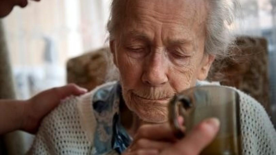 Elderly Lady Care Home 400